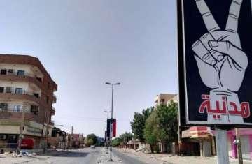 أحد الشوارع السودانية أولى أيام العصيان