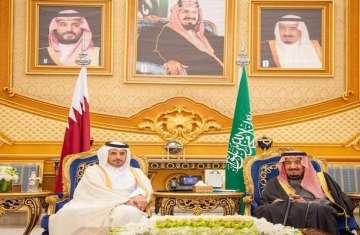 خادم الحرمين ورئيس وزراء قطر