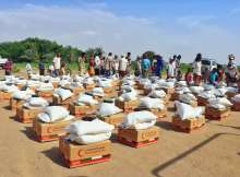 The Emirates Red Crescent, ERC, distributed 16 tons of food aid to 1,200 families in the Al Alili camp in the Al Khokha district